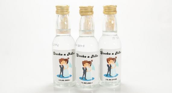 Svadobné mini fľaštičky s alkoholom poslúžia ako dokonalý darček na každú svadbu