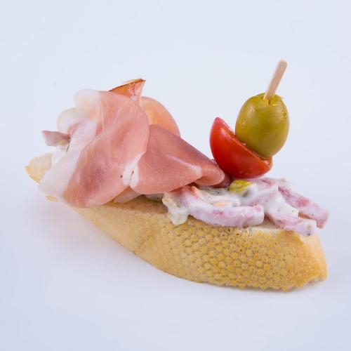 Kanapka s parížskym šalátom