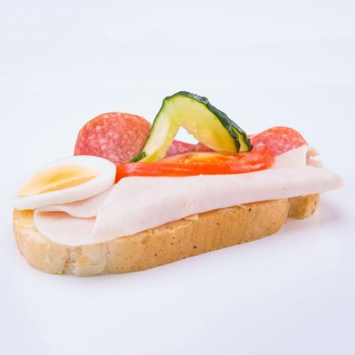 Obložený šunkovo salámový - Obložené chlebíky