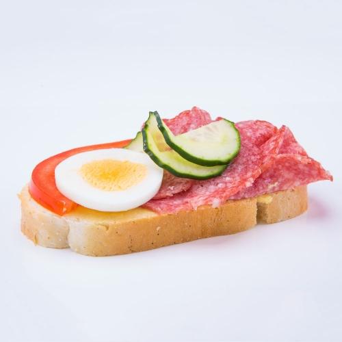 Obložený chlebík salámovo syrový - Obložené chlebíky