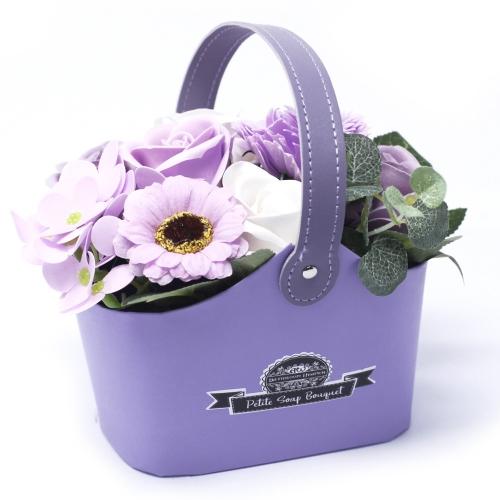 Malá mydlová kytica v košíku - fialová