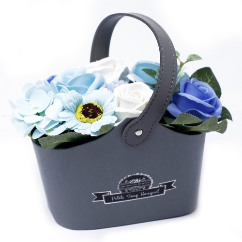 Malá mydlová kytica v košíku - modrá