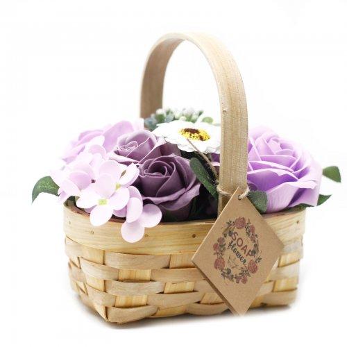 Stredná fialová kytica v prútenom koši - Mydlové kytice
