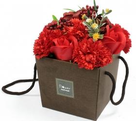 Mydlové kvety, ruža a klinček