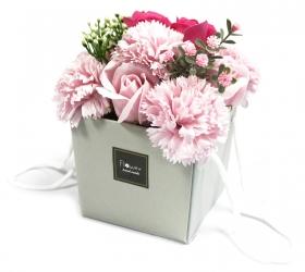Mydlové kvety, ružová ruža a klinček