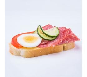 Obložený chlebík salámovo syrový