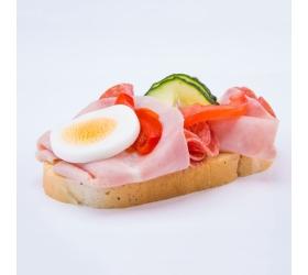 Obložený chlebík šunkovo salámový